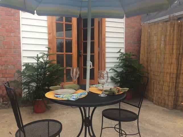 Cute Studio Guest House near City Park