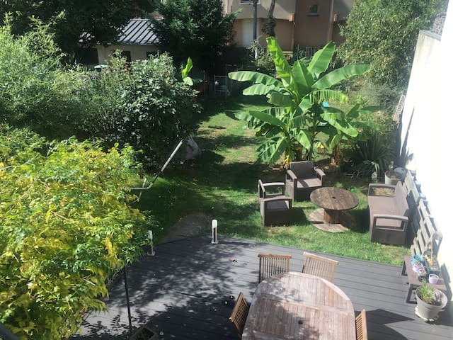 Chambre rez-de jardin proche hôpital et université