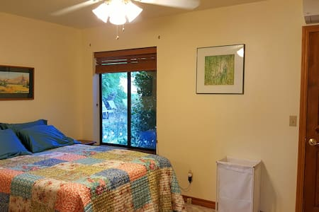 Infinite Life Retreat Rooms - Placerville - Bed & Breakfast