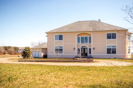 Impressive 3BR Stevensville House - Stevensville