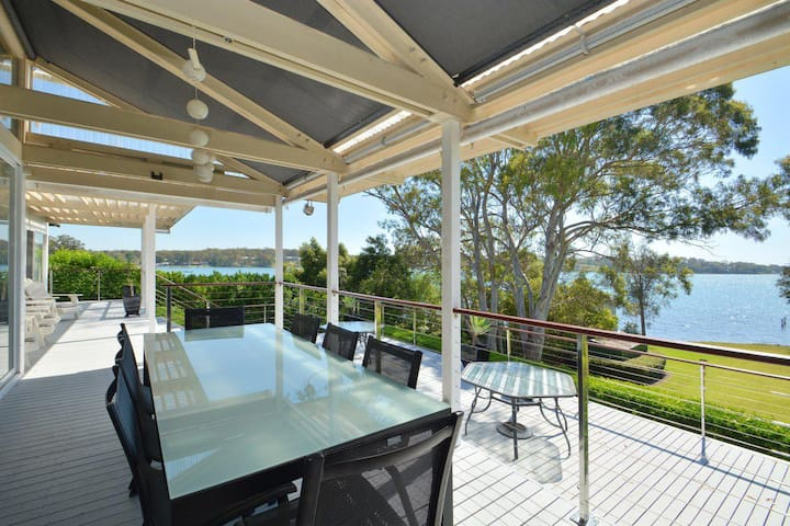 Morisset Bay Waterfront Views Lake House looking over Trinity Marina