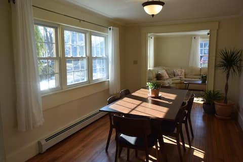 Bright Portland 2 BR, Close to Downtown