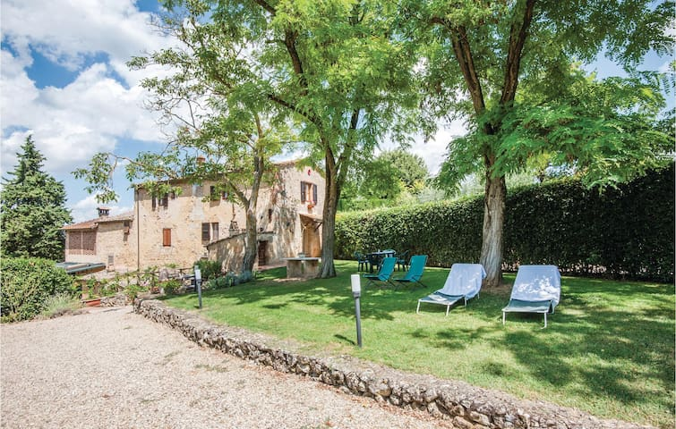 Holiday cottage with 2 bedrooms on 95m² in S. Gimignano SI