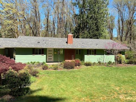 Lucky Dog- mid-century home on the McKenzie.