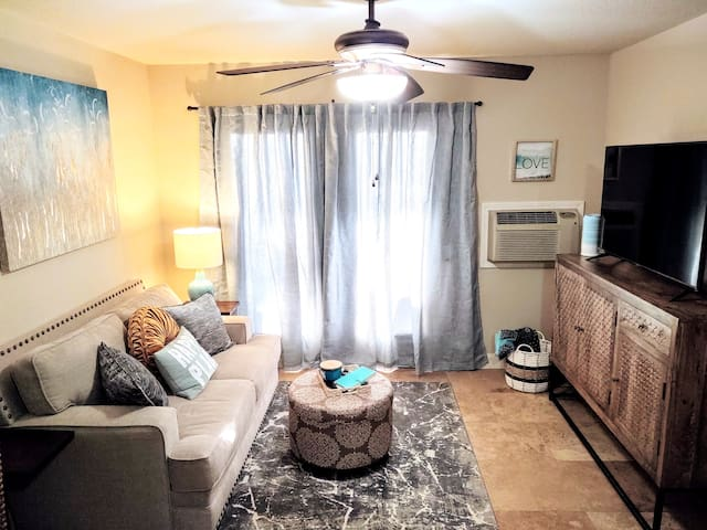 Beautifully updated & decorated lakefront condo.