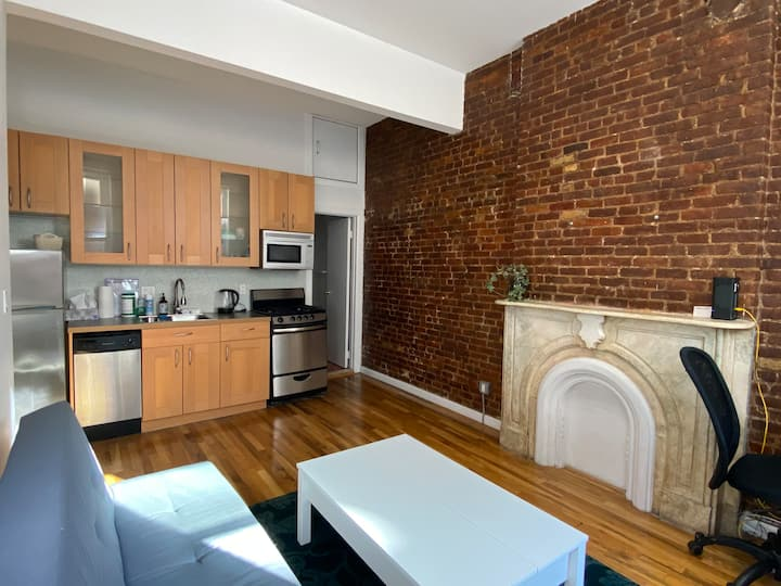 Sunny Bleecker Street 1-bedroom in NoHo (2F)