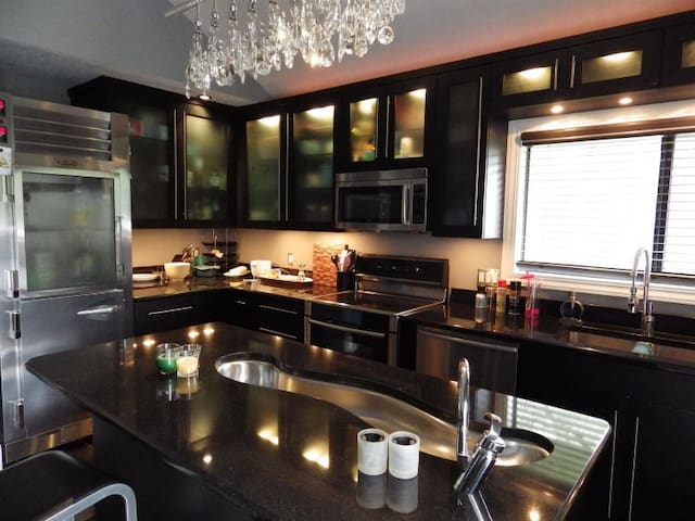 Feel like a chef in this fully equipped kitchen.