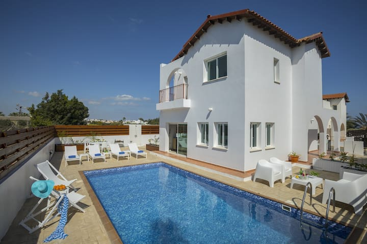 4 Bedroom Villa in Protaras