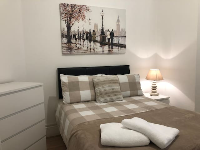 Cozy room in the heart of the city!