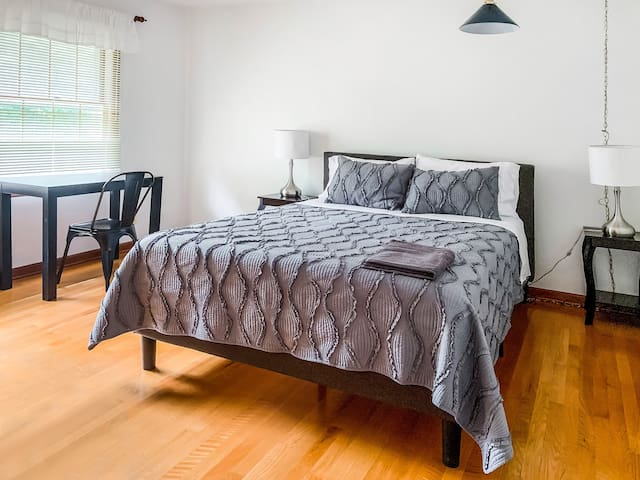 (202) A Perfect 5 Star Stay★Queen Bed★Long Term