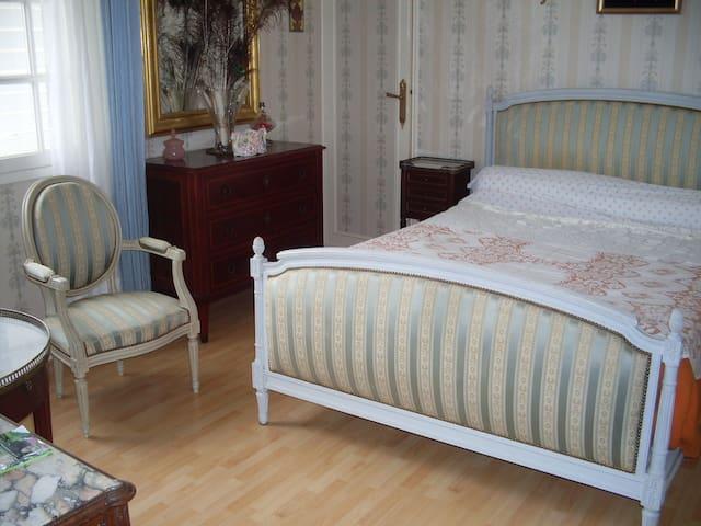 Chambre privée dans une maison calme - Niort