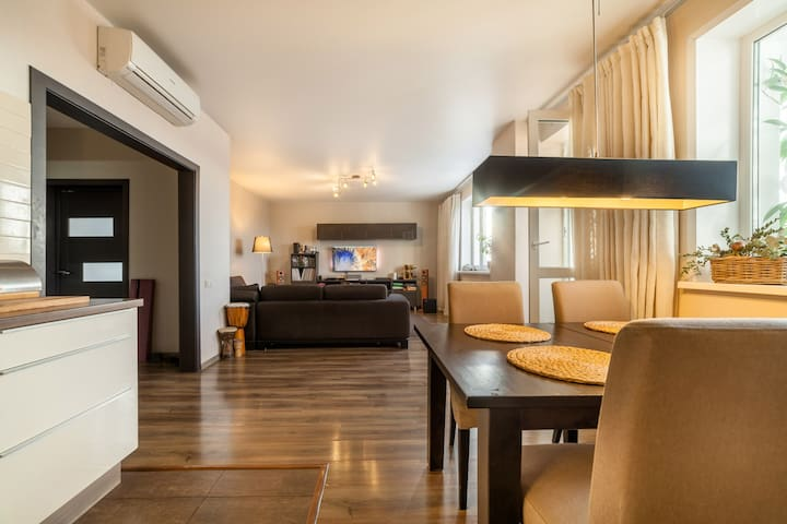 Charming and spacious apartment near the center