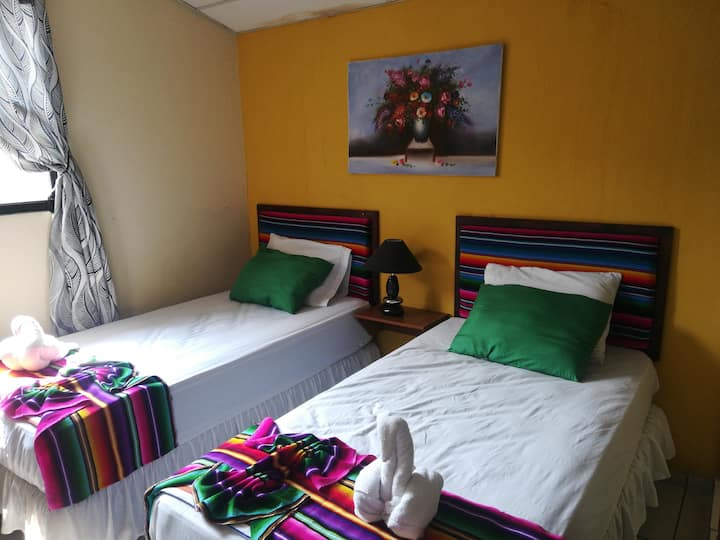 HOTEL ANTIGUO, cozy, safe and clean, close to bus