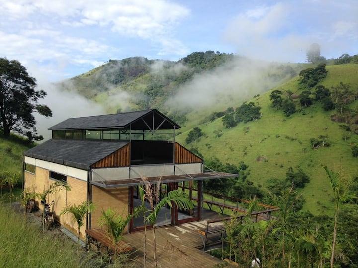 Casa na Montanha, vista linda e cachoeira a 5 min