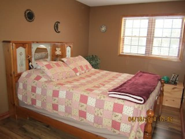 Sauble Beach Deluxe Motorcycle Accomadations - Wiarton - Bed & Breakfast