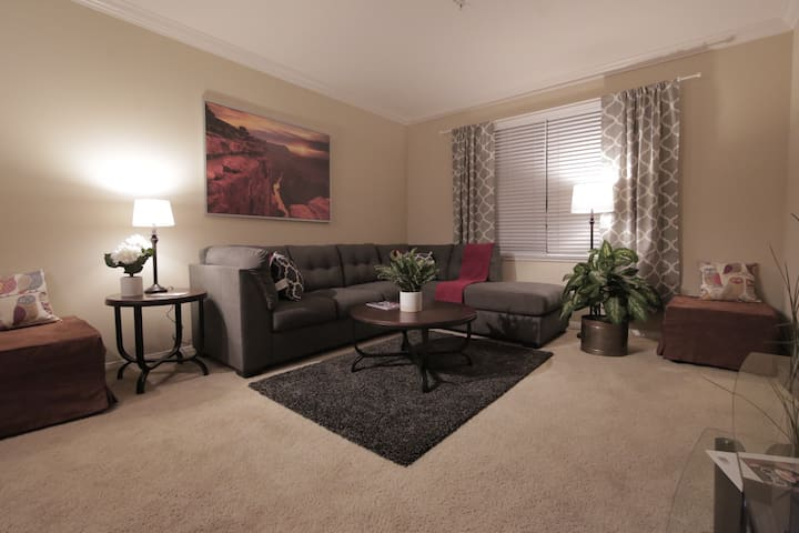 Amazing amenities, Private 2bed, 2bath Sleeps 6