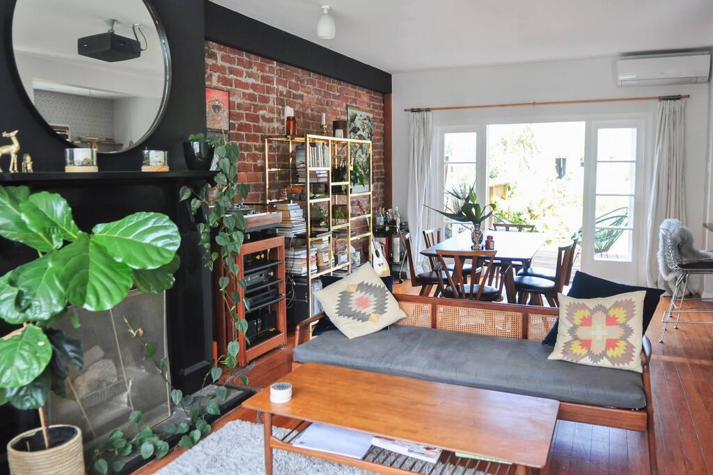 Open plan living space and sunny tropical garden