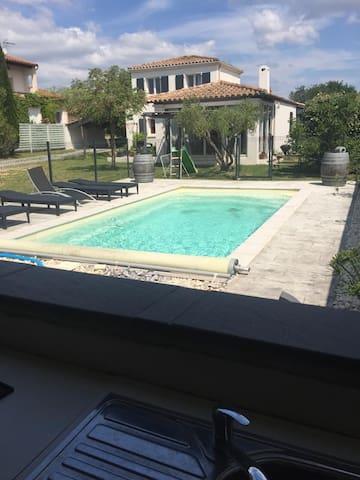 Villa avec piscine, pool house. Idéal famille.