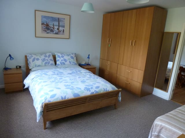 Spacious, light, airy flatlet in Wotton-under Edge