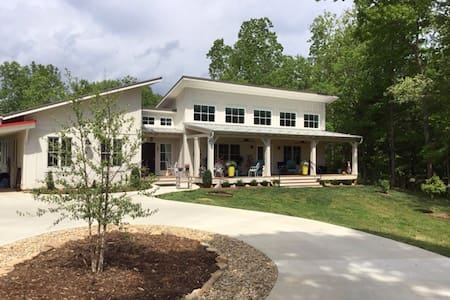 Charming North of Asheville Retreat - Weaverville