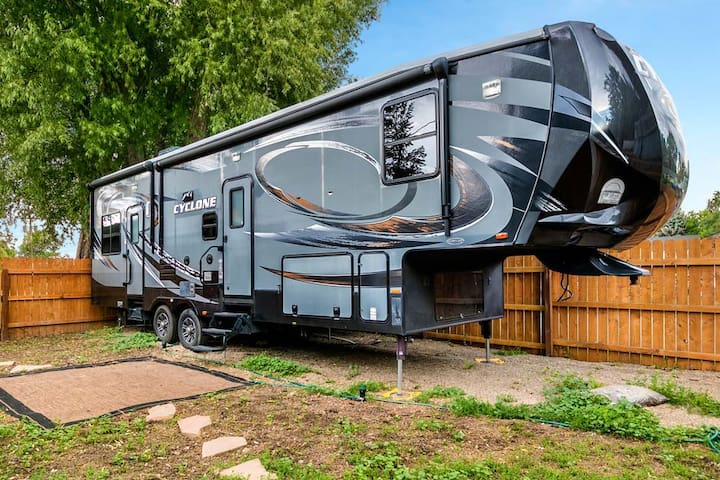 Glamping with Walking Access to Downtown Loveland