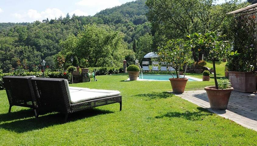 Panoramic hilltop Villa on the Florentine hills