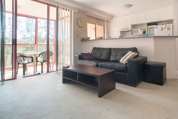 Room in Sydney Modern Apartment. MIRANDA 2228. - Miranda - อพาร์ทเมนท์