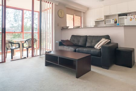 Room in Sydney Modern Apartment. MIRANDA 2228. - Miranda - 公寓