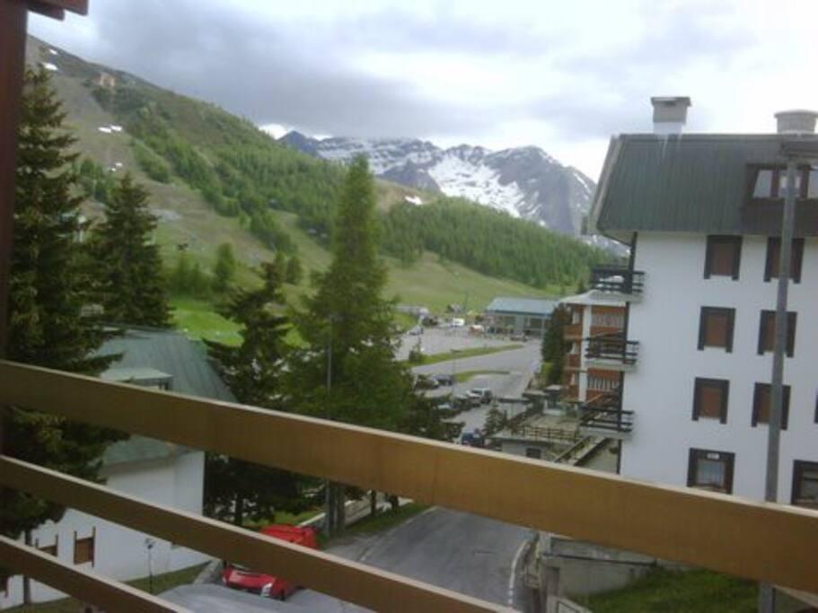 balcone con vista sulle piste - primavera