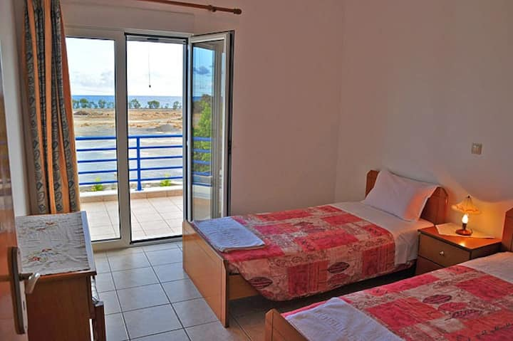 apartment on the beach-Crete
