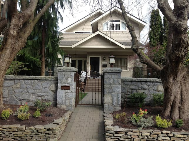 Beautiful Point Grey Character Home - Vancouver - House