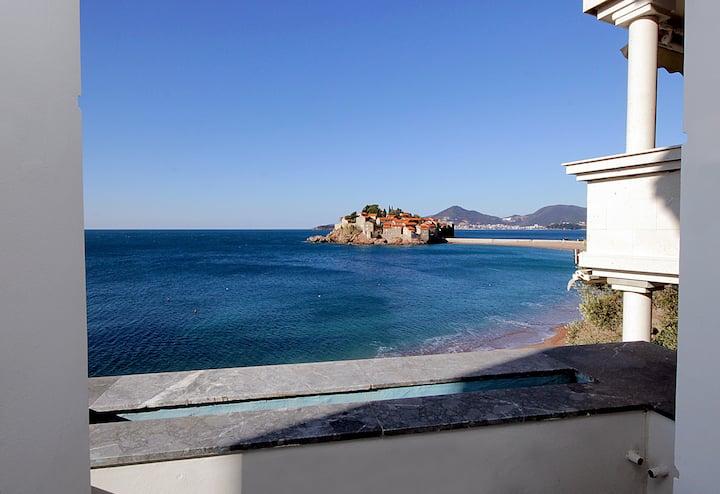 Romantic 2bdr ap with terrace on Sv Stefan Beach