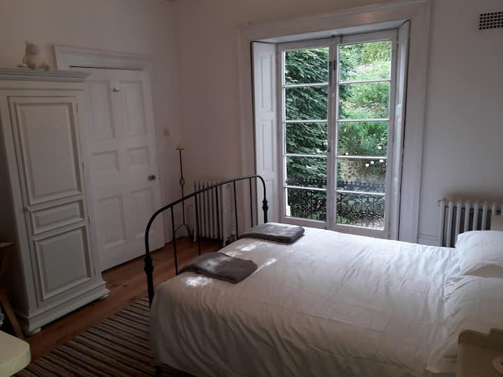 Room in a Georgian townhouse in central Winchester