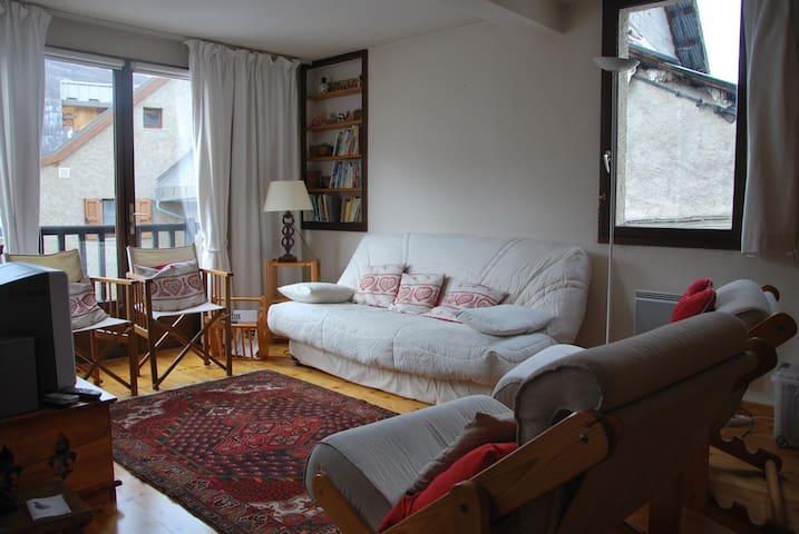 Appartement chaleureux au coeur du village, 65m2 - Le Monêtier-les-Bains - Apartamento