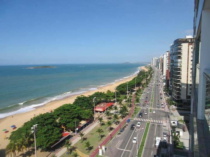 Apartamento  Praia de Itaparica, mar bem próximo.