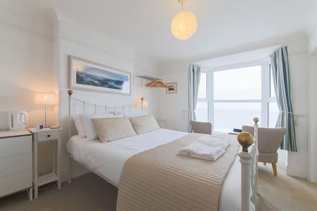 'Porthcurno' - Ten Ocean View B&B - Cornwall - Bed & Breakfast