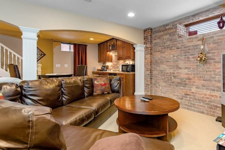 Beautiful Private Basement Suite near Downtown