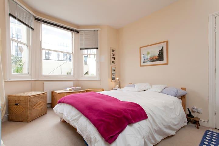 Brighton bijou flat near stations - Brighton - Apartamento