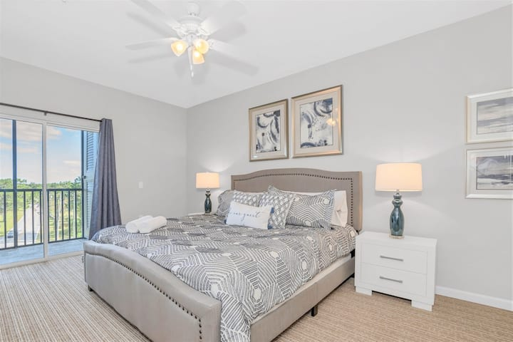 Family Resort - Spacious 3BR Condo - Pool and Hot Tub!