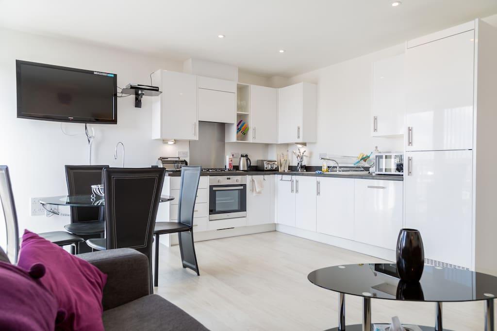 Open plan lounge, kitchen & dining area