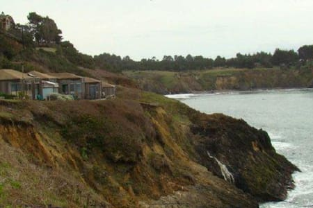 Ocean View Room Directly on Bluff - 門多西諾(Mendocino) - 家庭式旅館