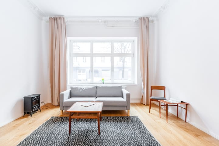 Beautiful renovated 2 rooms apartment in Neukölln