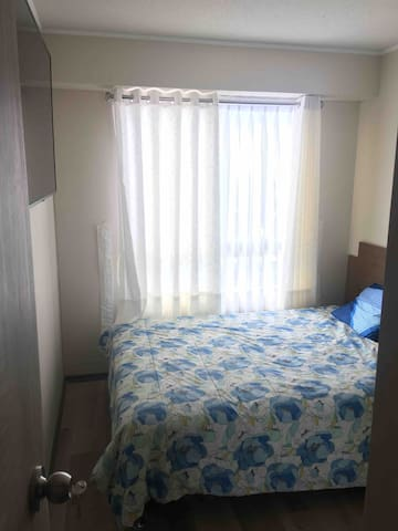 """Habitación con TV 50"""", baño privado, closet,escritorio y silla #1"""