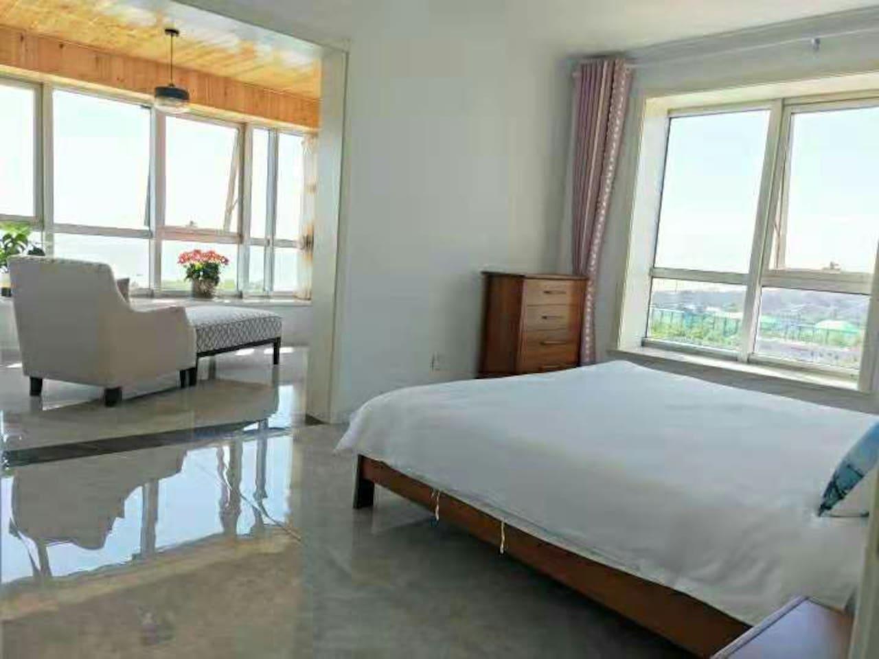 卧室带观景台    看海美美的    日出帆船比赛近在眼底