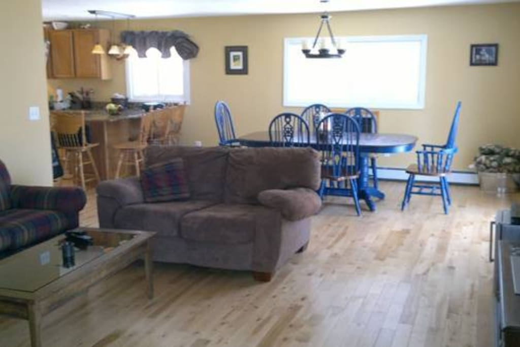 Family/dining room w/hardwood floors open to kitchen.