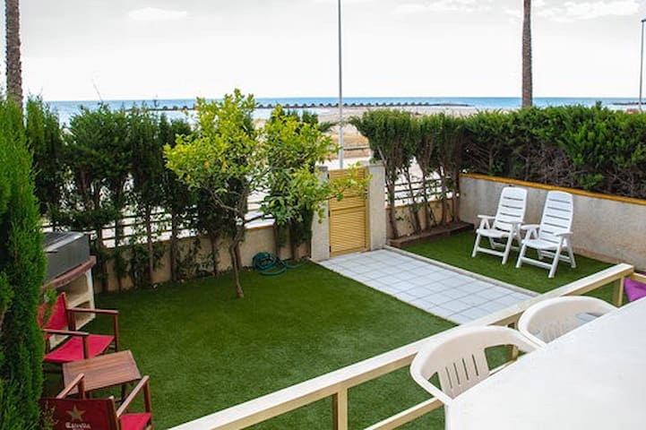 Frente al mar, Jardín, piscinas, wifi, 4 hab, 2wc