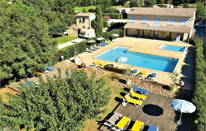 Nice home in Raphele-Les-Arles with Outdoor swimming pool and 2 Bedrooms