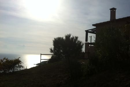 house with incredible sea view - Casaglione - Dům