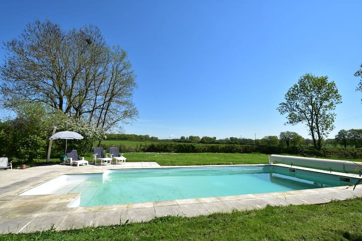 Maison de vacances moderne avec piscine en Bourgogne