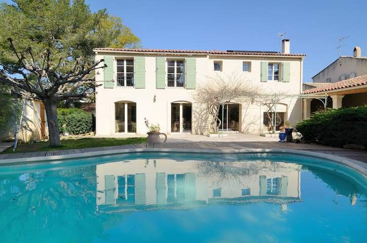 charming room in villa+ pool - Salon de Provence - Villa